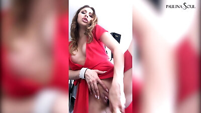 Sexy Bitch Gets Horny At The Photo Session, Fucked Herself